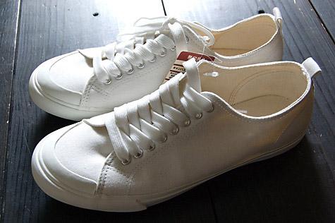 今回、紹介するのは、たくさん種類がある無印良品の靴の中の「コットンスニーカー」。